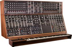 Un sintetizzatore modulare Moog